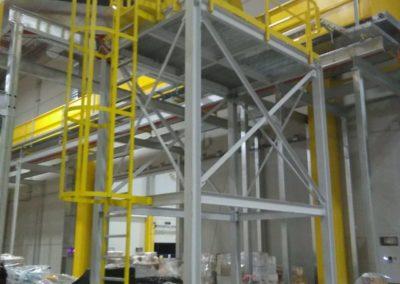 Plataforma y escalera acceso instlaciones en Seat Martorell
